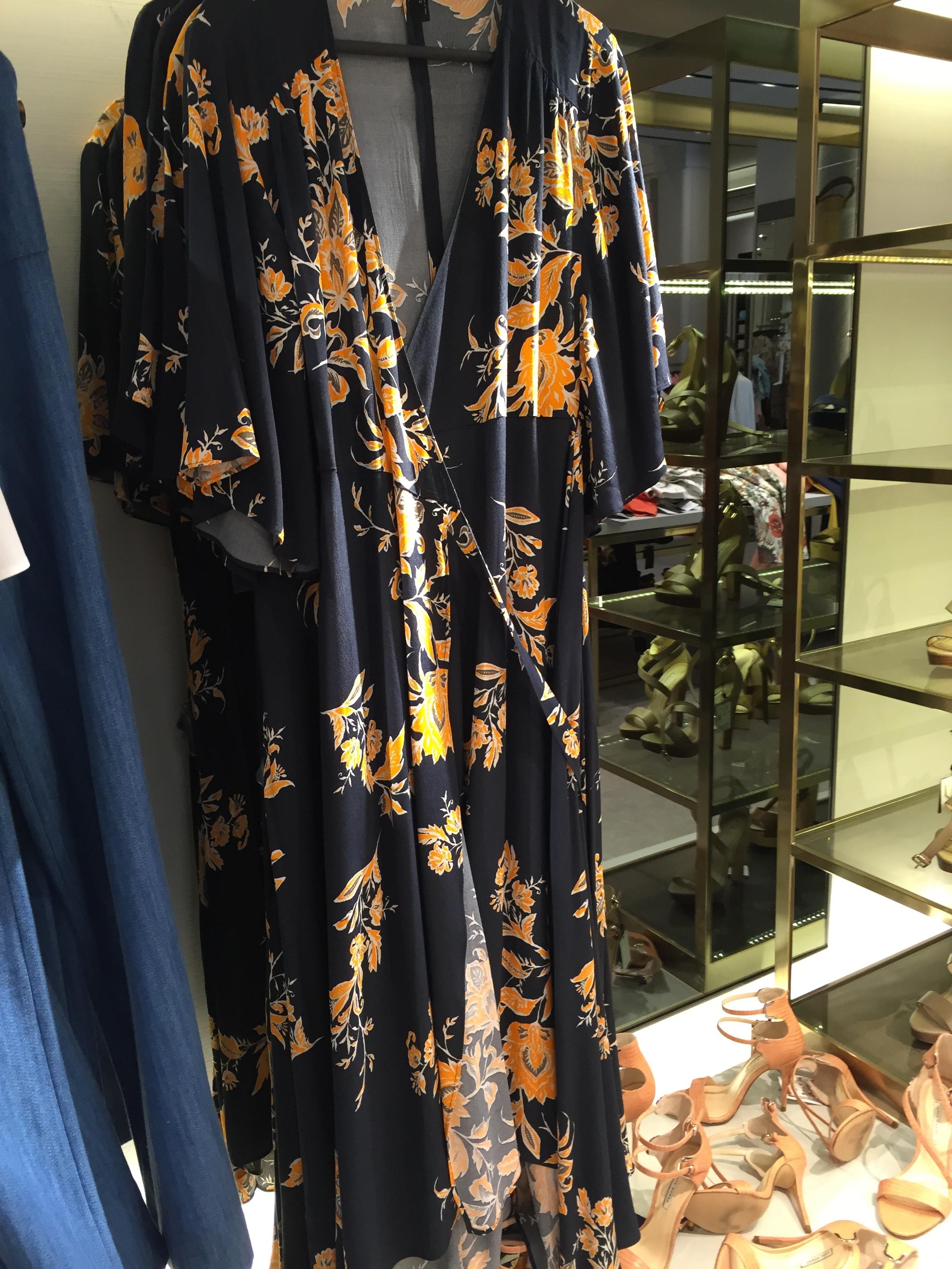Zara - mais acessivel que nos USA, porem mais desarrumada a loja